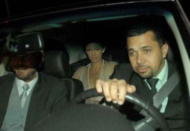 Alexandre Borges e Julia Lemmertz são clicados de dentro do carro