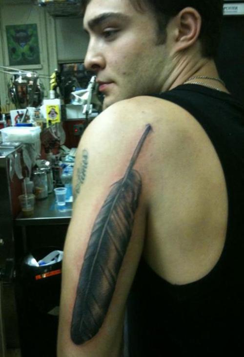 Nova Tatuagem de Chuck Bass, péssima